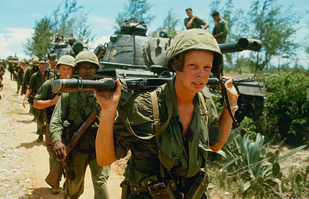 American troops in Vietnam   © manhhai/Flickr (original by Paul Schutzer)