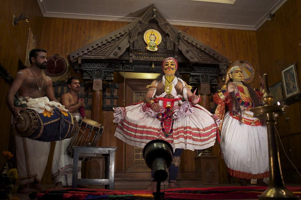 3.kathakali_performance_at_folklore_museum_