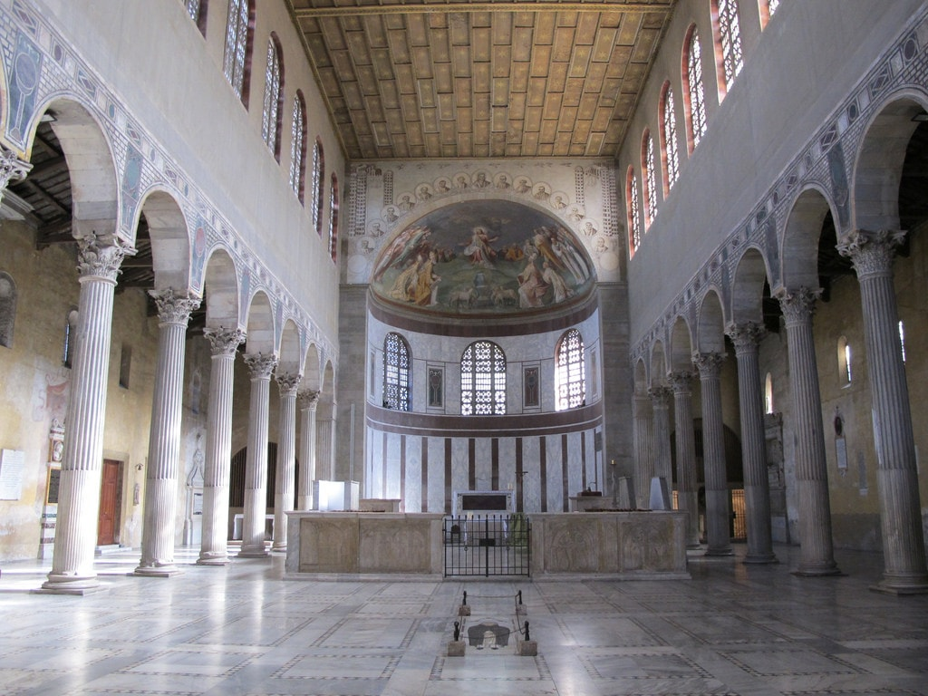 The elegant interior of the Basilica di Santa Sabina | © ho visto nina volare/Flickr