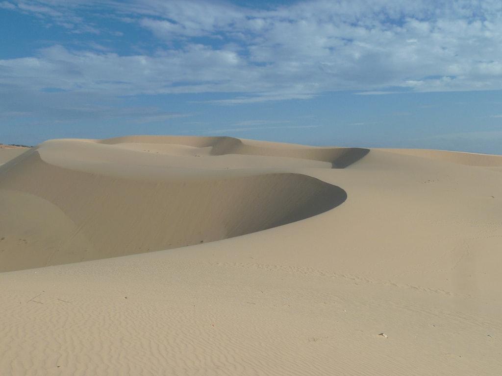 White sand dunes | © Marco Klapper/Flickr