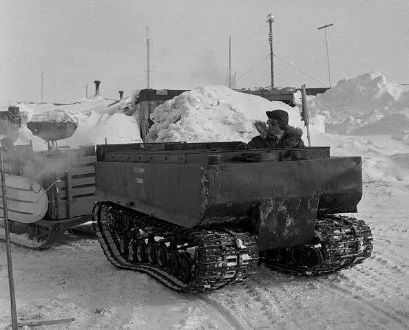594px-Tracked_vehicle_in_Antarctica