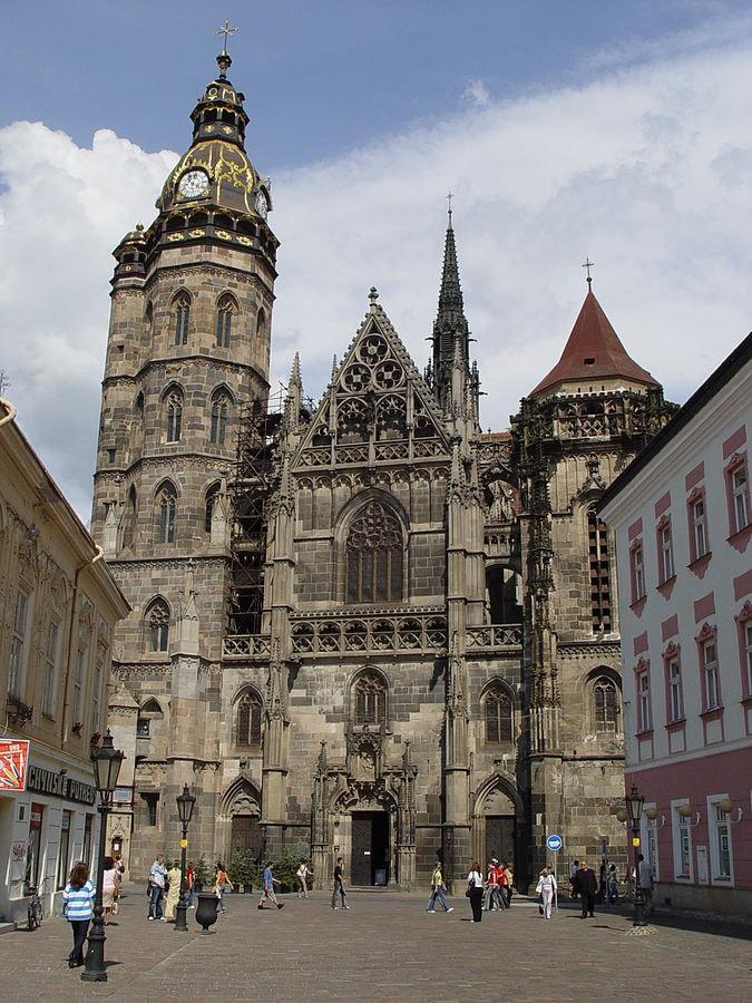 675px-Kosice_(Slovakia)_-_St._Elizabeth's_Catedral_2