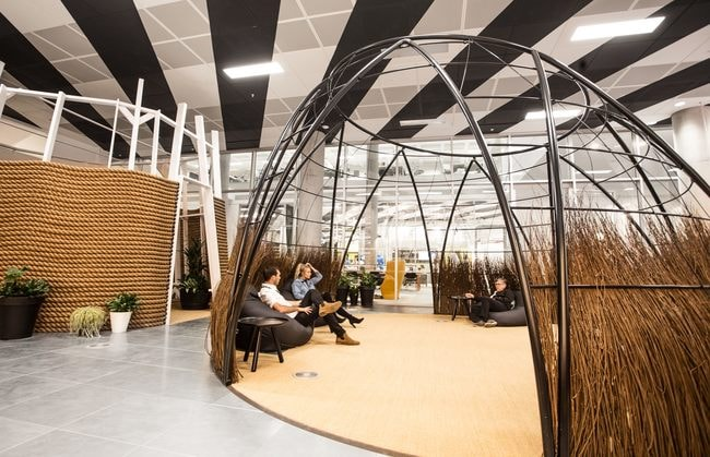 Huckletree West's willow hut and meditation garden | © Huckletree