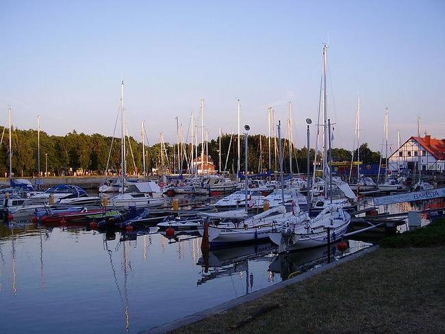 800px-Port_jachtowy_Łeba2