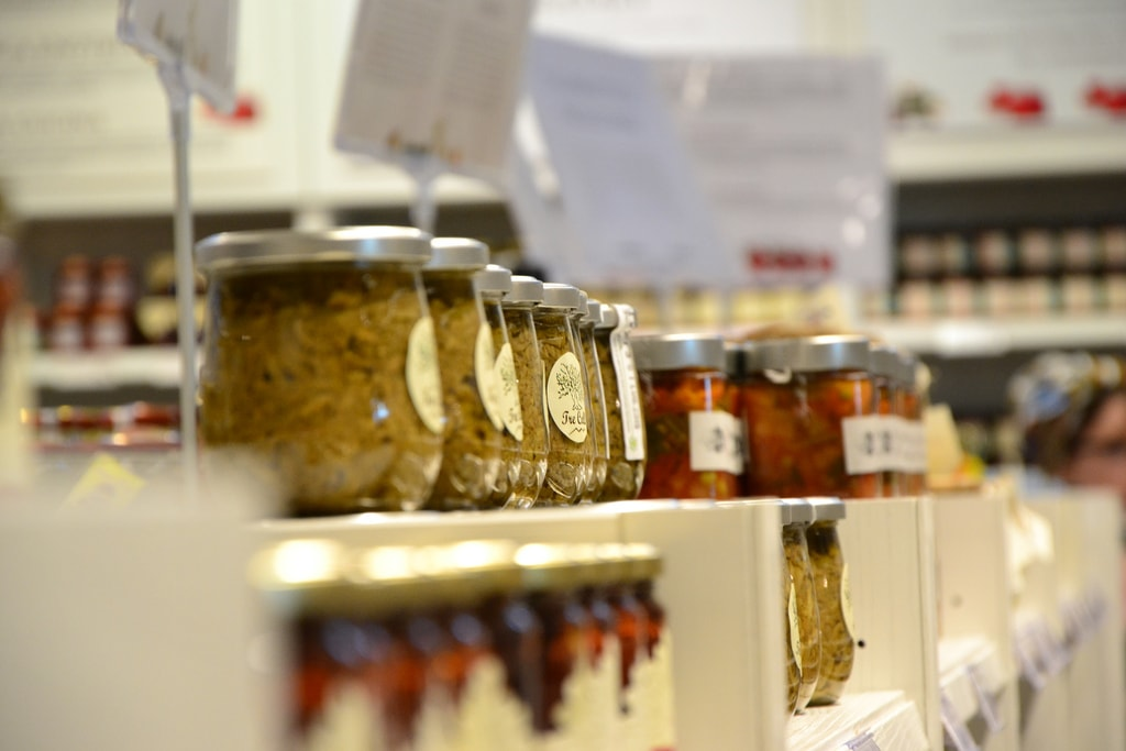 The shelves at Eataly   © Fiammetta Bruni/Flickr