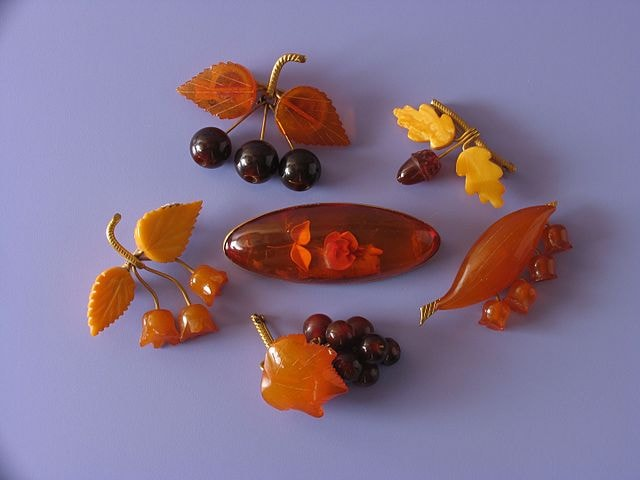 Ambers_brooches_produced_in_1950-1960s_Kaliningrad_Amber_Museum