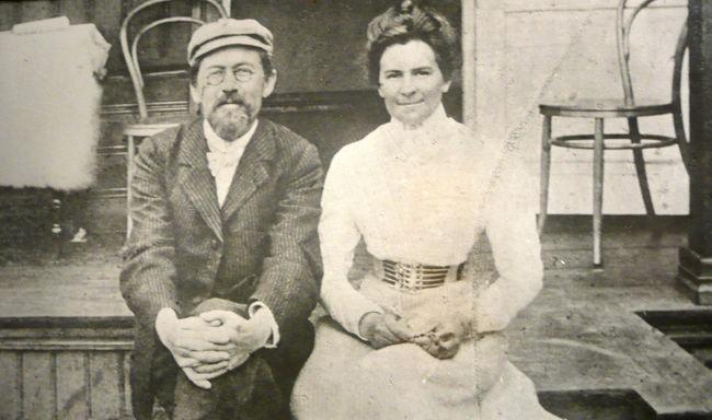 Anton_Chekhov_and_Olga_Knipper_1901