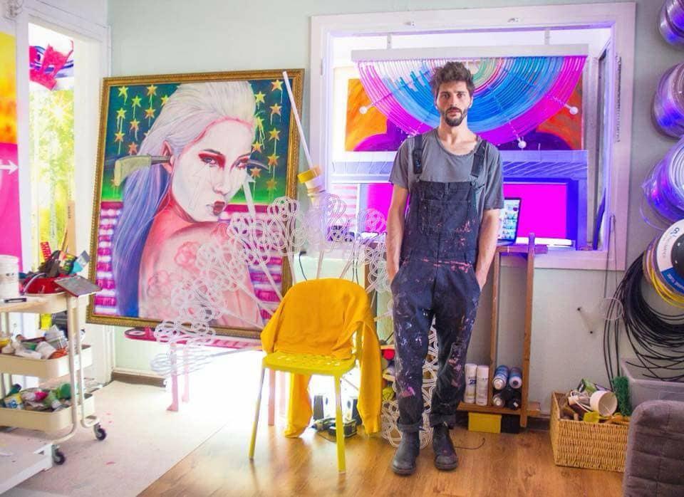 aviv grinberg in his studio