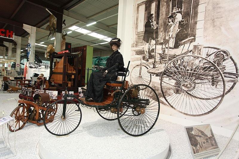 Benz_Patent-Motorwagen_1886_Modell_1_in_the_Auto_und_Technik_MUSEUM_SINSHEIM_(6944278676)
