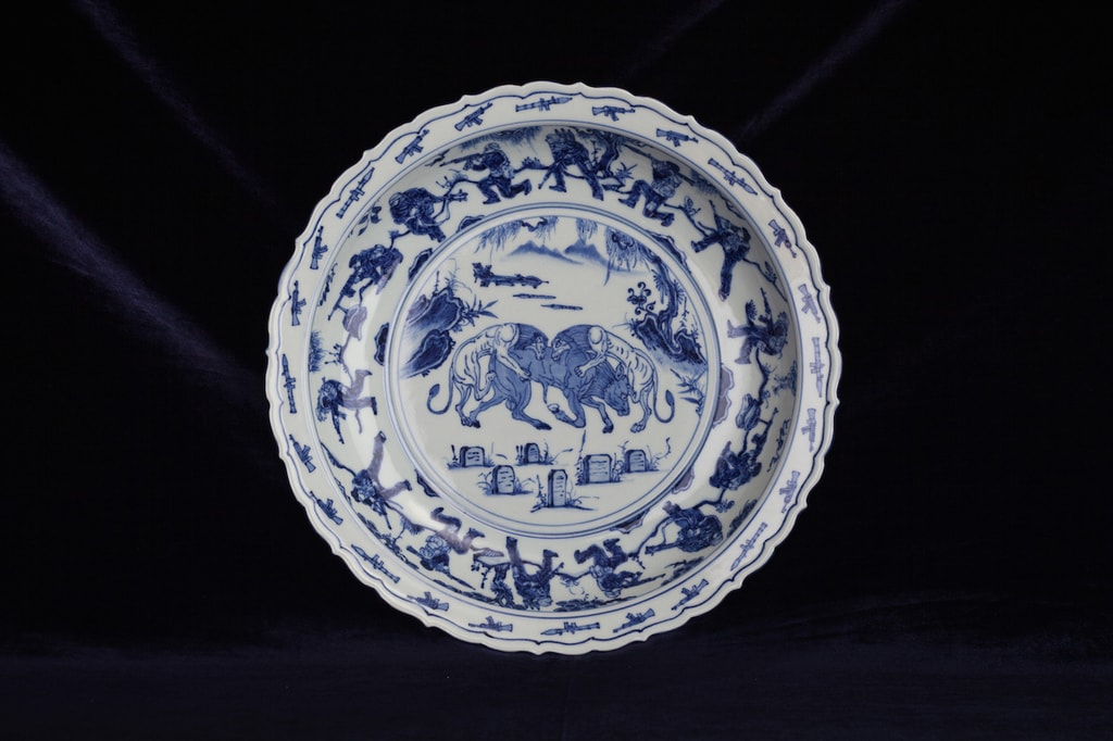blue_and_white_porcelain_plate_2017