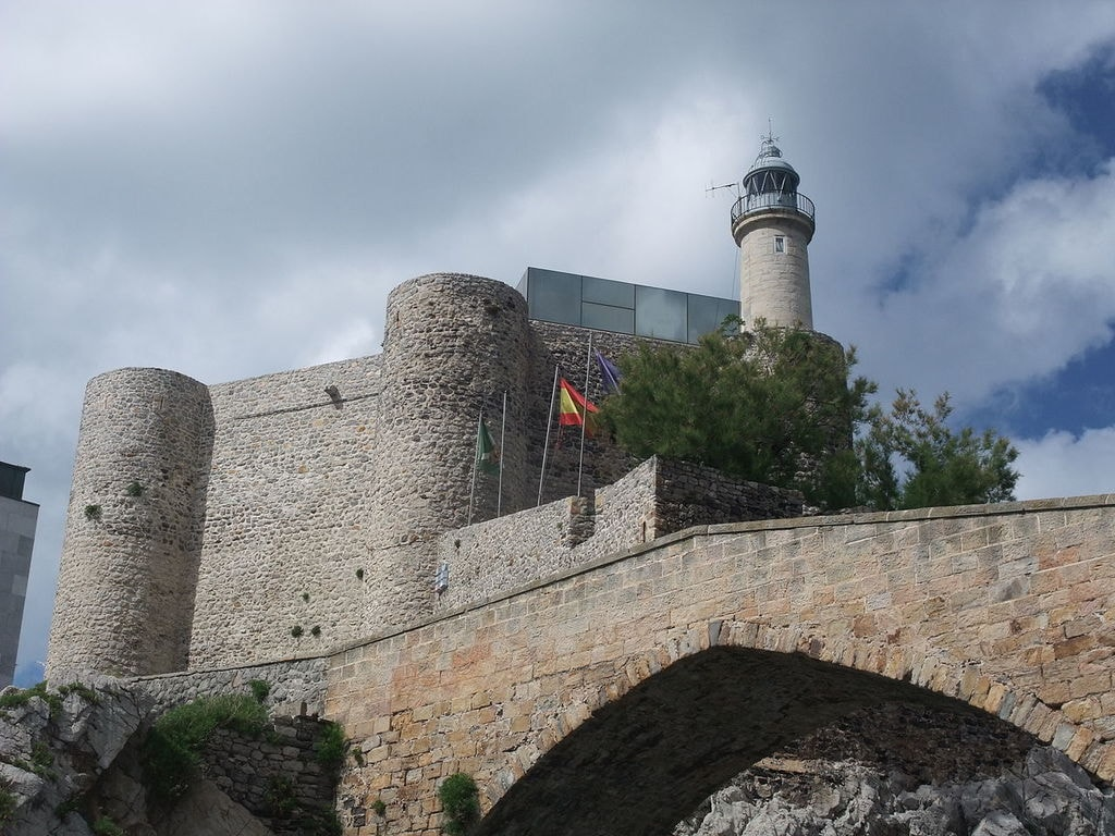 Castillo de Santa Ana, Castro Urdiales, Spain | ©Javi Guerra Hernando / Wikimedia Commons