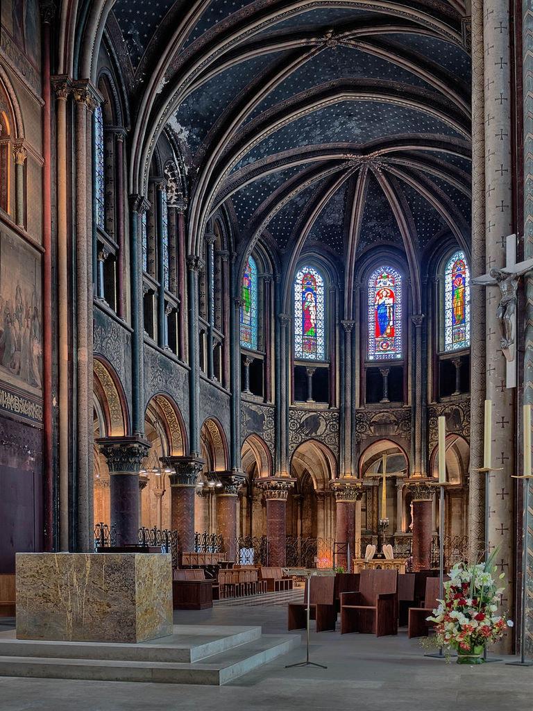 Choir_of_the_Abbey_of_Saint-Germain-des-Prés,_Paris_July_2013