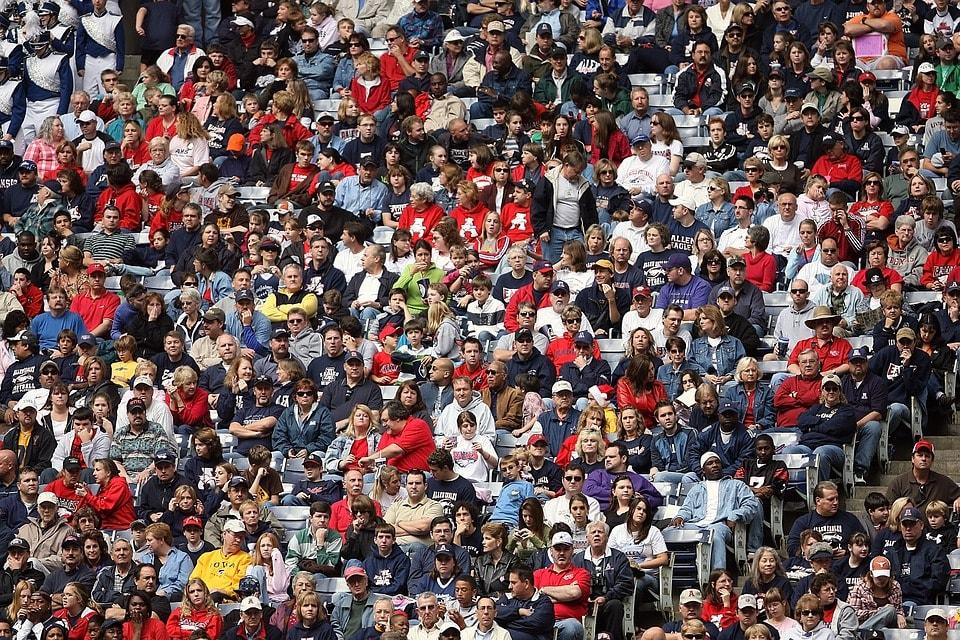 crowd-1584115_960_720