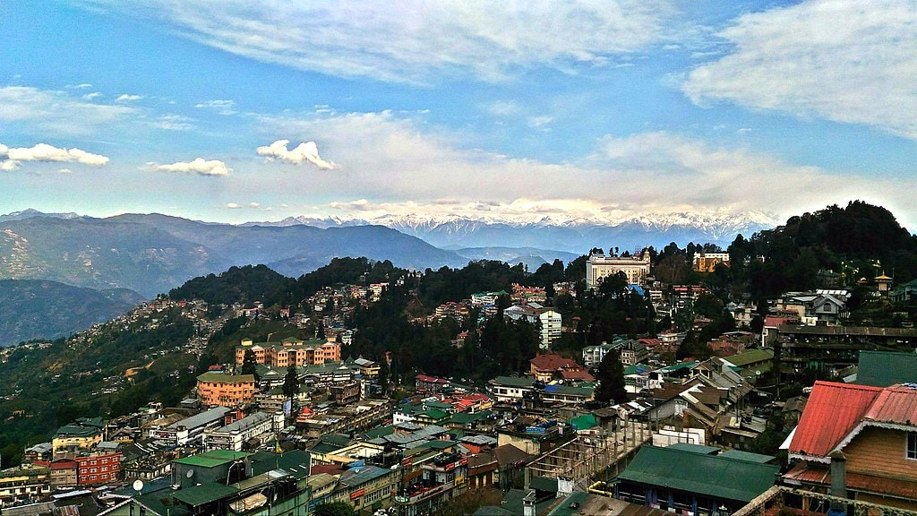 English In Italian: A Guide To Darjeeling, The Queen Of Hills In India