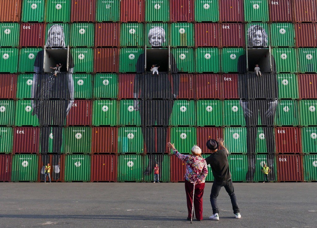 Agnès Varda, JR, and the three dockworkers' wives at Le Havre harbor in <em>Faces Places</em> | © Cohen Media