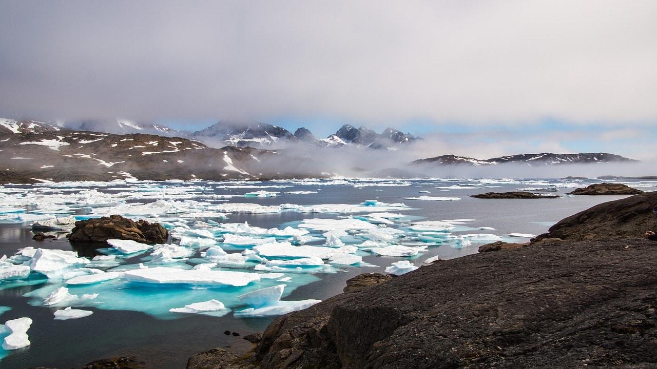 "Drift ice and mountains in Greenland   <a href=""https://pixabay.com/en/users/Taken-336382/"" target=""_blank"" rel=""noopener"">© Taken/Pixabay</a>"