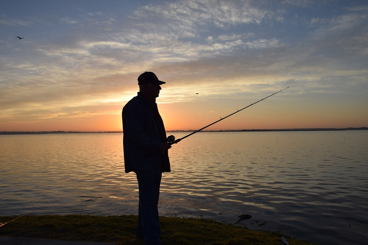 fisherman-2501497_1280