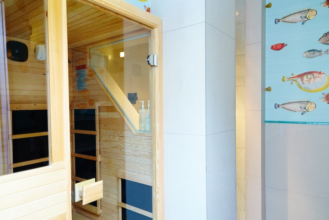 Private infrared sauna suite | © Floating Lotus