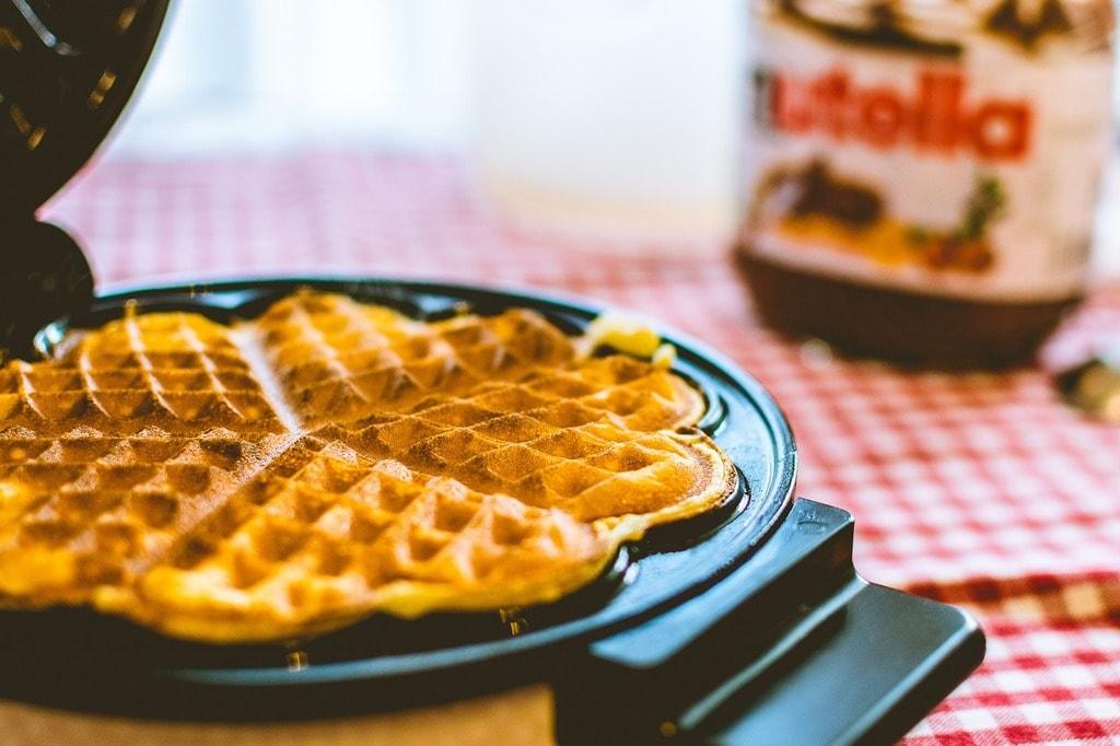 https://pixabay.com/en/flour-pancake-breakfast-nutella-2590950/