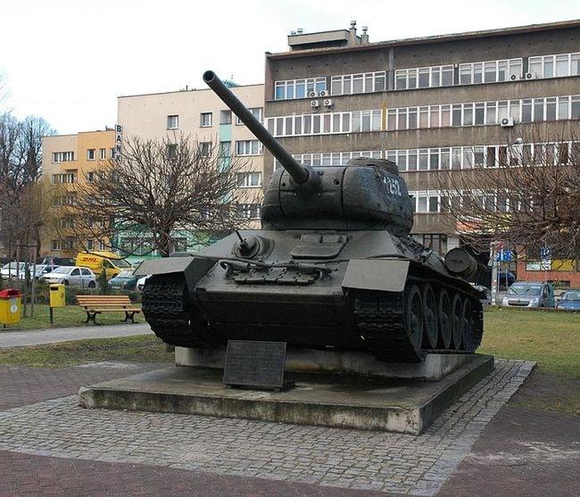 Gliwice_-_pomnik-czołg_T-34_2016-02-05_13-15-21
