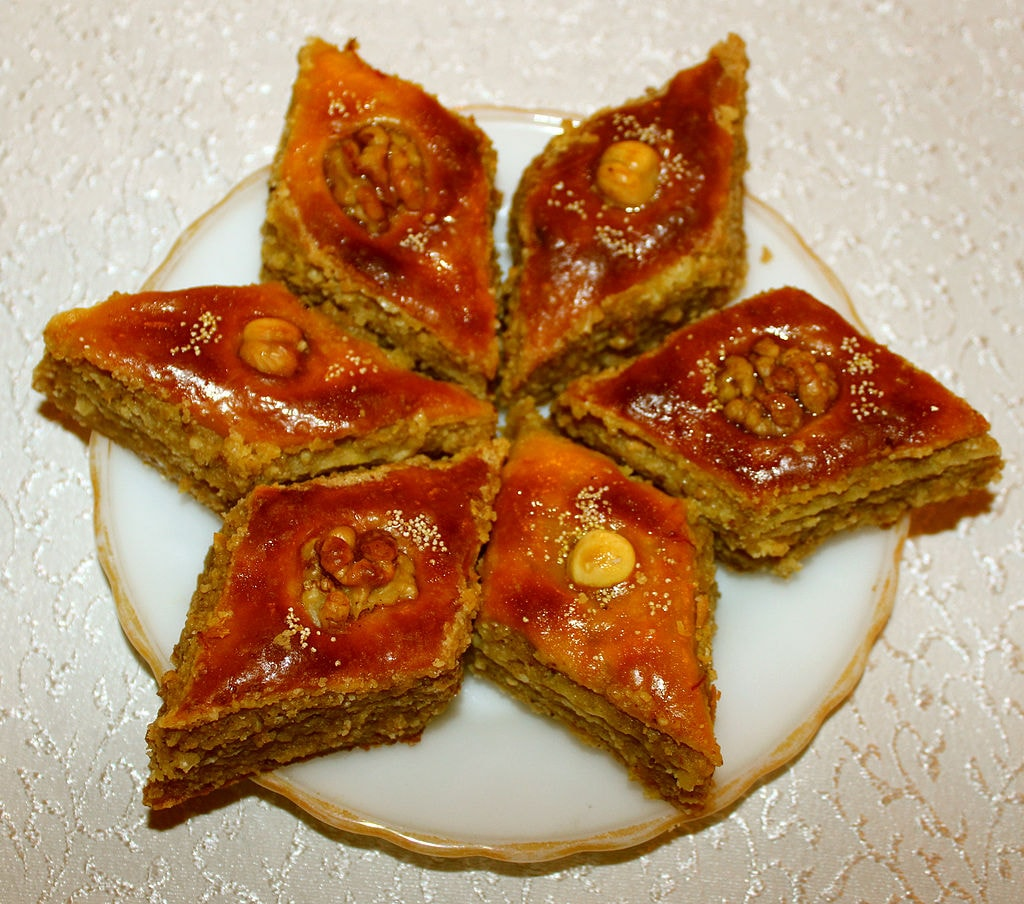 Delicious Pakhlava in the shape of a flower | © Urek Meniashvili/WikiCommons