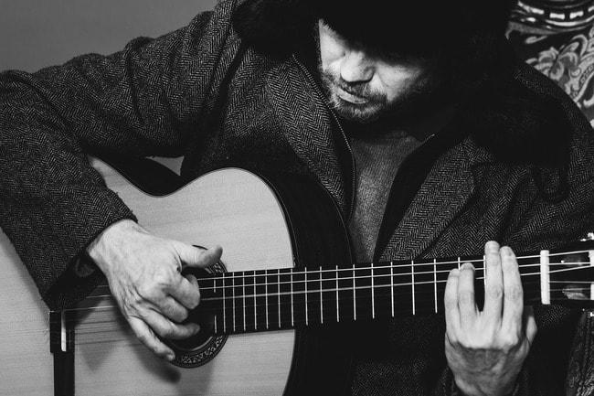 guitar-1325668_1920