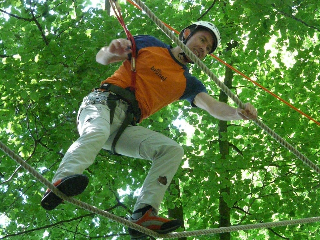 https://pixabay.com/en/high-ropes-course-balance-voltage-58665/