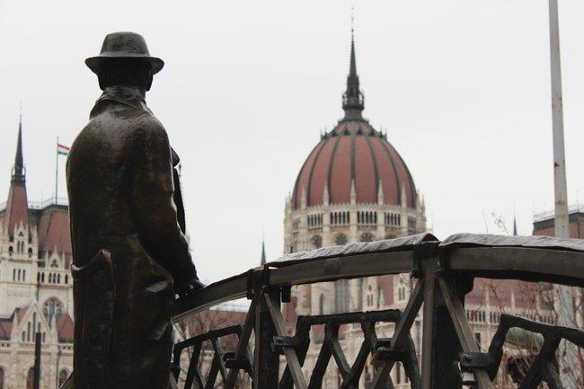 imrenagy-budapest-statue