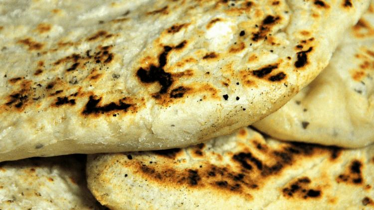 Indian restaurants_naan bread-min