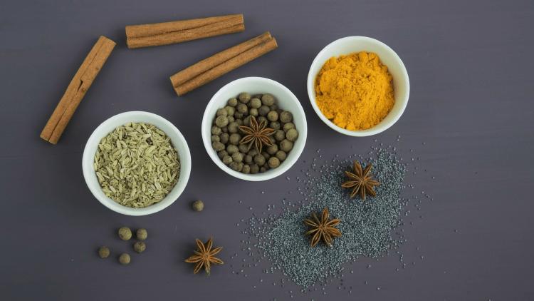 Indian restaurants_spices-min