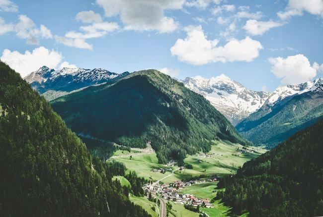 "Austria | <a href=""https://unsplash.com/photos/fe8vGYpi3ag"" target=""_blank"" rel=""noopener"">© Jace Grandinetti/Unsplash</a>"