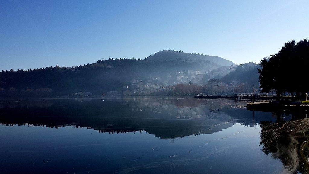 Kastoria_Lake_Reflections