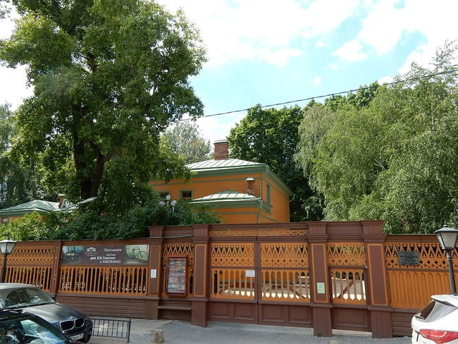 Leo_Tolstoy's_Museum_in_Moscow_05