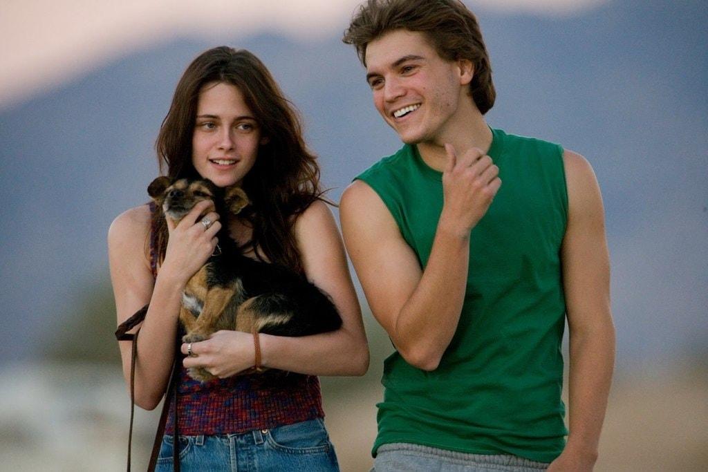 Kristen Stewart and Emile Hirsch in <em>Into the Wild</em>   © Paramount Vantage