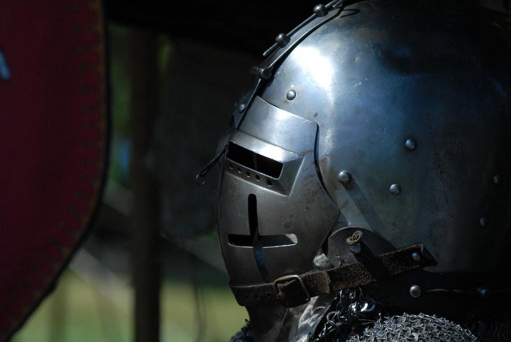 https://pixabay.com/en/medieval-helmet-crusaders-1052249/