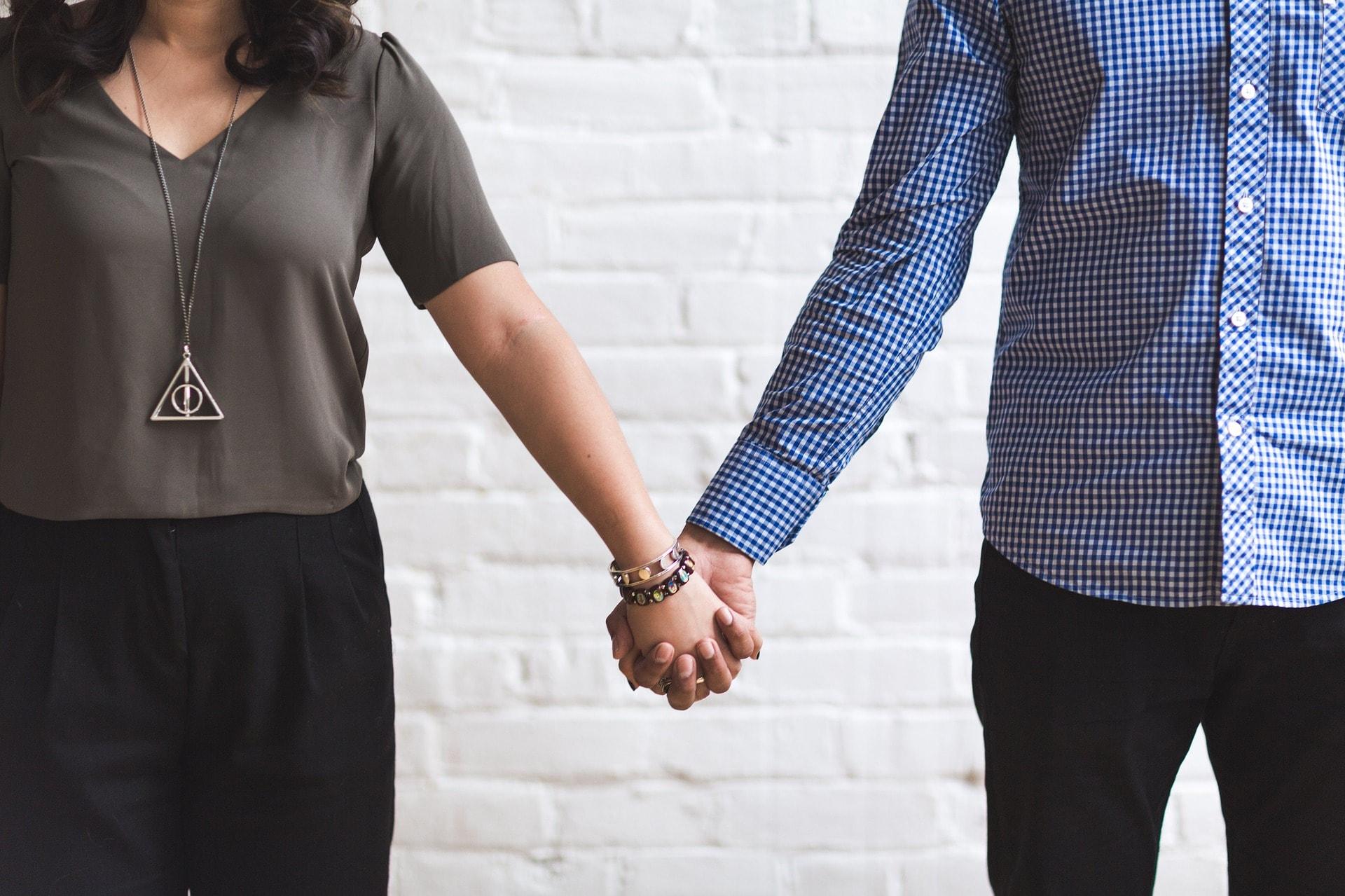 Crestine penticostale pentru casatorie matrimoniale Ii dezvirgineaza