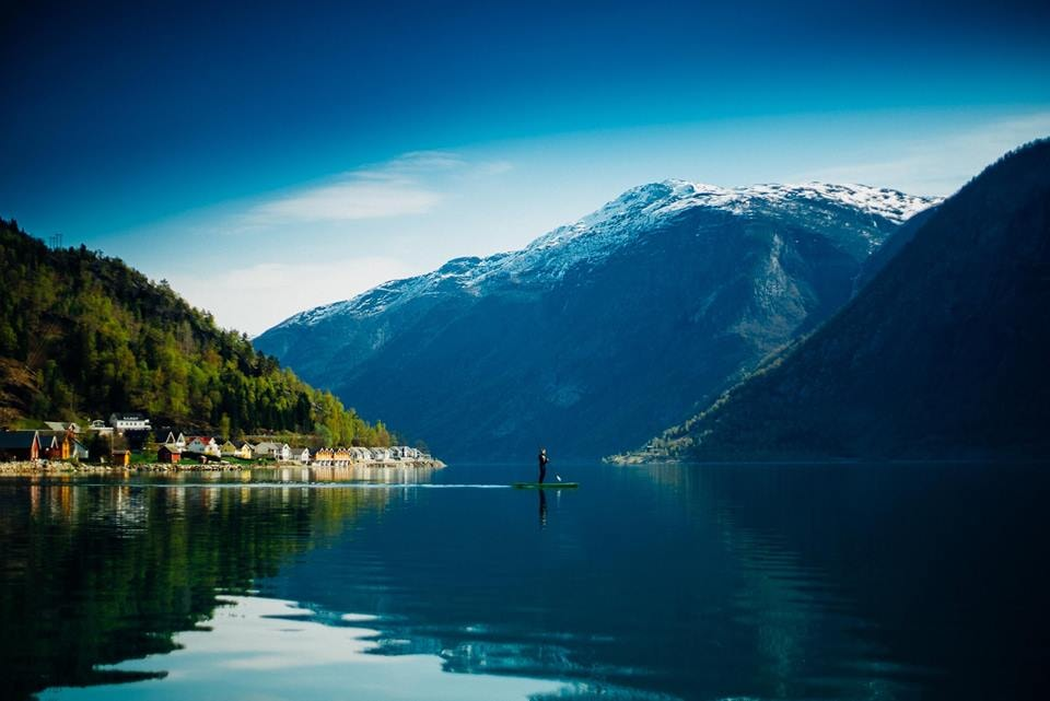 Paddle board on the Sognefjord | © Bård Basberg Photography, Courtesy of Visit Sognefjord