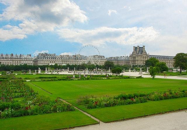 paris-2222527_640