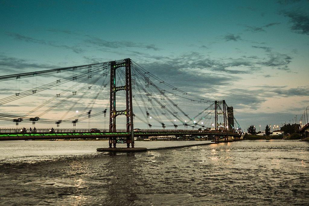 Puente_colgante_Santa_Fe_1_atardecer