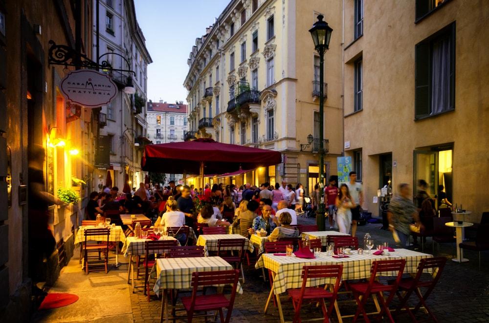 Evening dining in Quadrilatero Romano | Alessandro Cristiano/Shutterstock