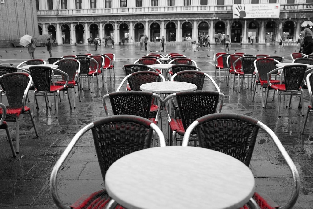 Restaurants close to tourist attractions often have higher prices | © StockSnap/Pixabay