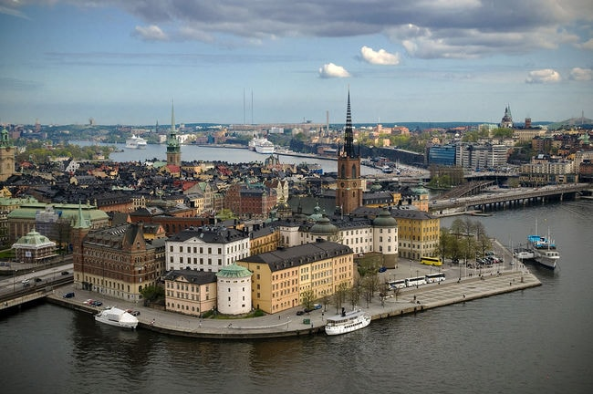 Riddarholmen_from_Stockholm_City_Hall_tower (1)
