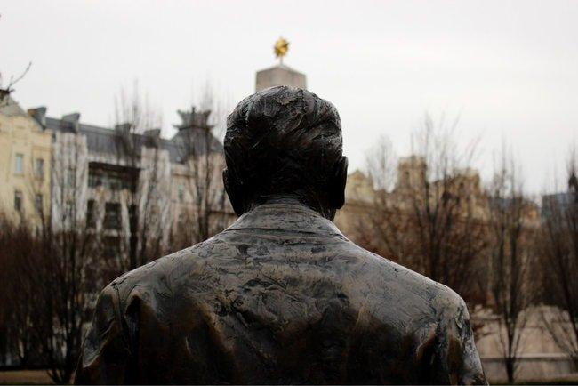 ronaldreagan-budapest-statue-e