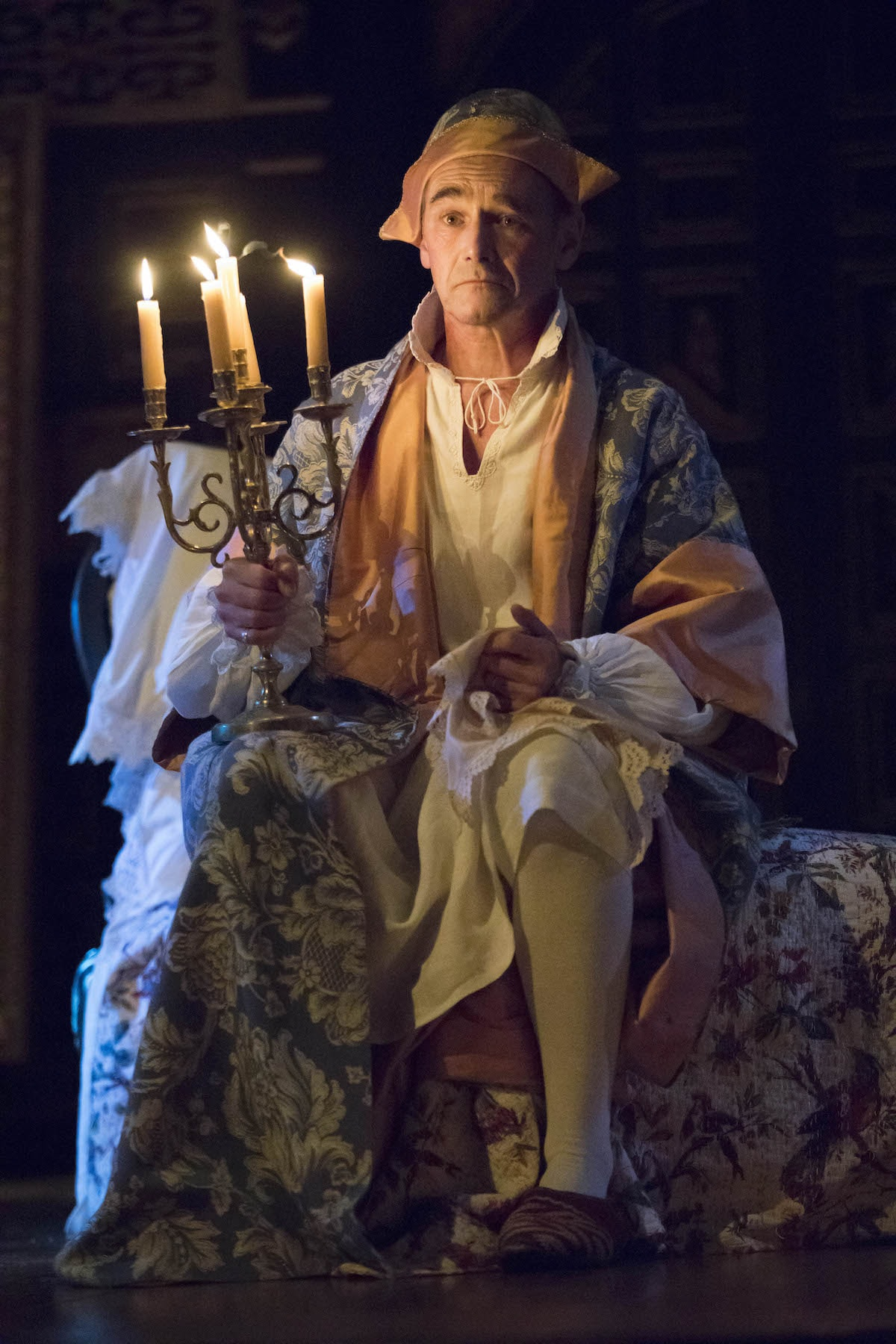 Mark Rylance as Philippe V in <em>Farinelli and the King</em> | © Joan Marcus