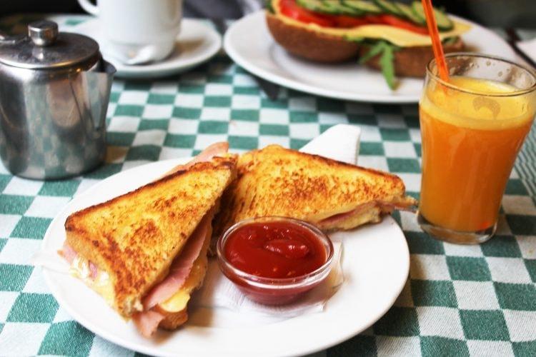 https://pixabay.com/en/sandwich-breakfast-food-2619172/