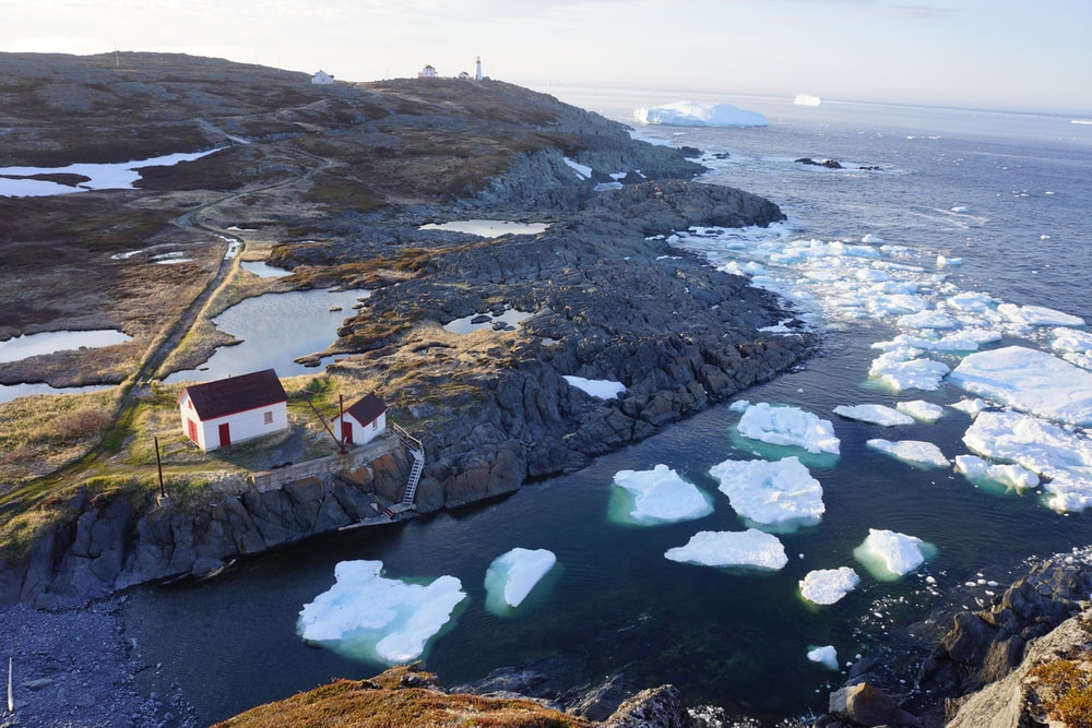 Icebergs floating by Quirpon Island | © Linkum Tours Ltd./CTC