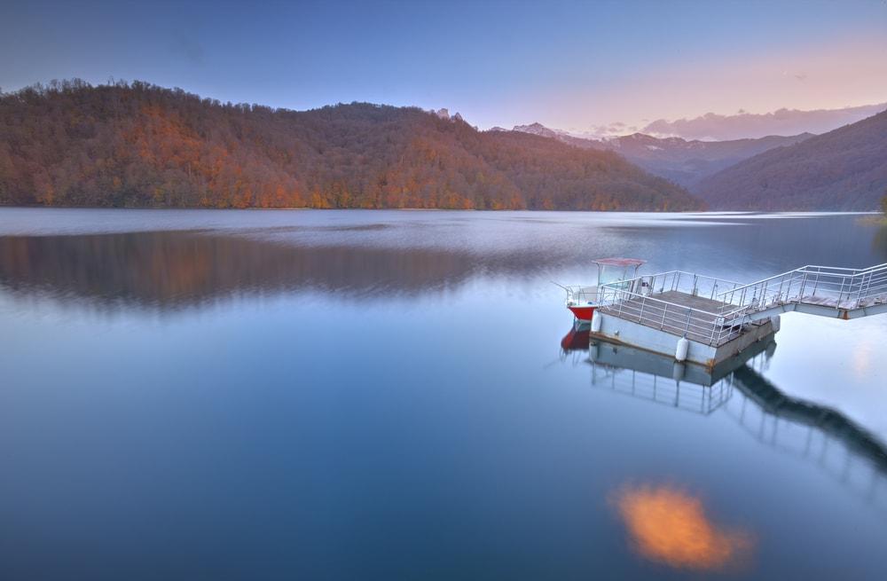 Beautiful view of Lake Goygol | © Lyokin/Shutterstock