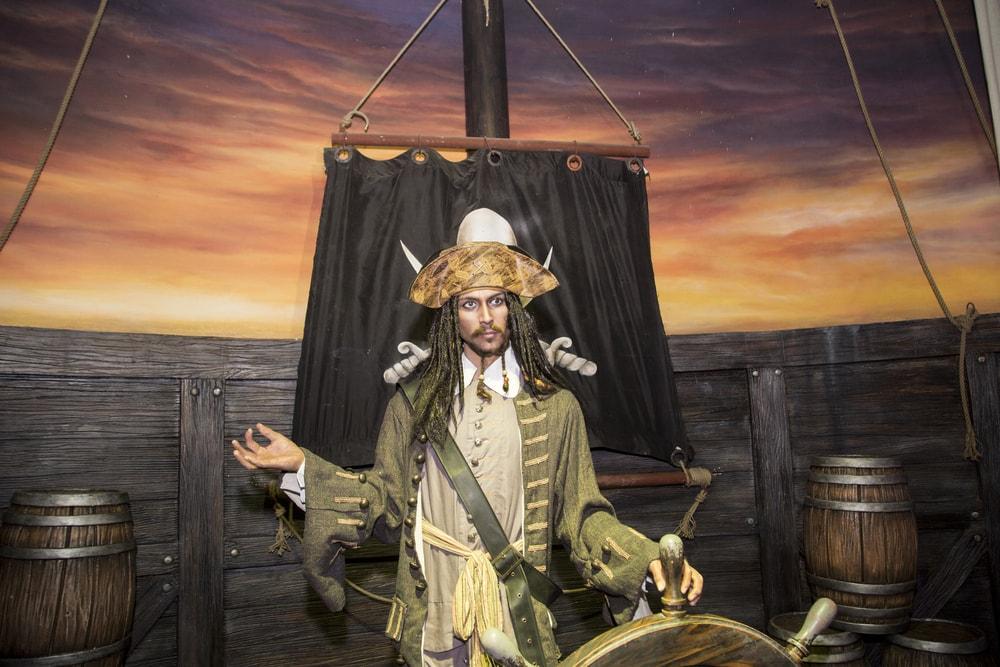 Captain Jack Sparrow steering with Zen   © Ovu0ng/Shutterstock