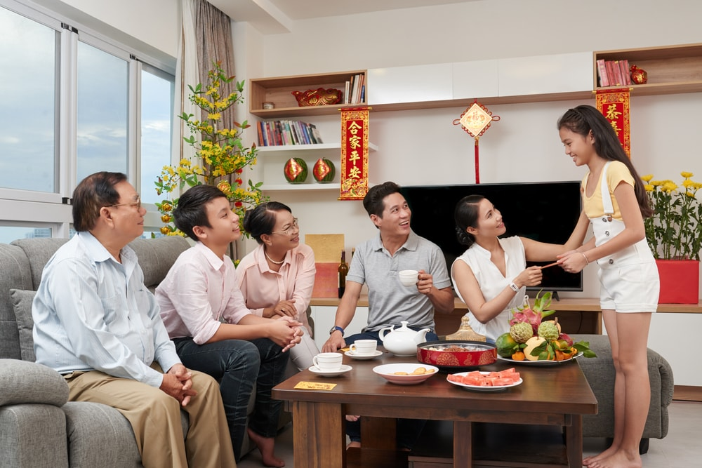 Fruit trays, family and lucky money | © Dragon Images/Shutterstock