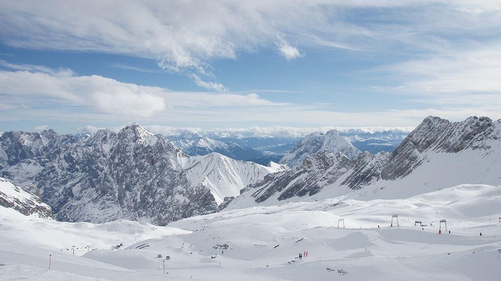 Ski_Zugspitze_-_panoramio